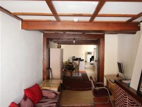 Dans le centre ville, bel appartement situé au 2e étage composé d'un salon, salle à manger, cuisine semi-équip&eacu