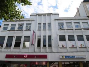 VERVIERS, au coeur du centre ville, grande surface commerciale située au premier étage d'un immeuble. Anciennement utilisée comme