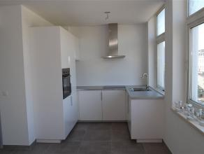 VERVIERS, au coeur de centre ville, petit appartement entièrement rénové. Situé au second étage de l'immeuble, l'ap