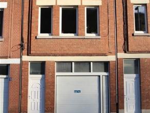 Dans la quartier de la Grappe, jolie maison bel étage composé comme suit : au rez-de-chaussée, le hall permet l'accès aux