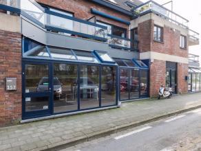 Nabij de Brugse binnenstad resideert dit instapklaar handelspand. De ruimte is ingedeeld in een winkelruimte, een keuken en toilet op een totale opper