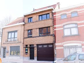 Deze deels gerenoveerde bel-étage heeft een uiterst goede ligging, het is heel goed bereikbaar via de N60 en de binnenstad van Ronse ligt op wa