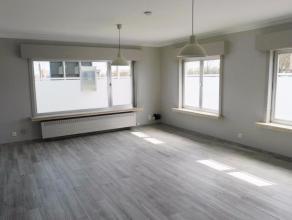 Dit ruim appartement is rustig doch centraal gelegen op 5min. van het Brugs stadscentrum. In nabijheid vindt men winkels, banken en openbaar vervoer.