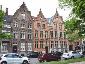 Dit gezellig appartement maakt deel uit van een kleinschalige residentie en is gelegen op wandel- en fietsafstand van de Brugse binnenstad. Het betref