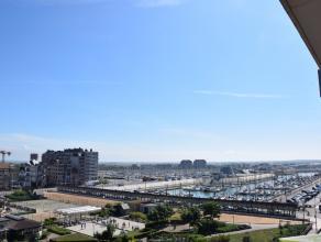 Instapklaar appartement gelegen op de Franchommelaan met open zicht op de jachthaven en het centrum van Blankenberge. Strand en zeedijk zijn op 200 me