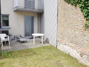 Langs de alomgekende Houtkaai treffen we dit recent appartement met 1 slaapkamer. De indeling is als volgt: inkomhal, woonkamer met open keuken, ruime