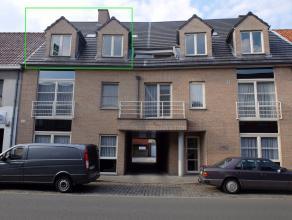 Op centrale ligging in Ruddervoorde resideert dit instapklaar appartement. De eigendom omvat een ruime woonkamer, een functionele keuken ingeric