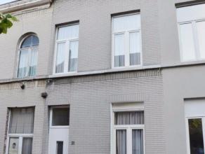 Op topligging in de bruisende stad Gent huisvest deze goed onderhouden rijwoning. Deze statige woning geniet van een perfecte, uiterst centrale liggin
