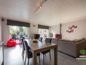 In het rustige, dorpscentra van Ichtegem, tussen Torhout en Gistel huisvest deze vernieuwde rijwoning met garage voorzien van elektrische poort. De ei