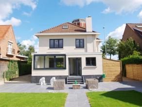 Deze prachtige gerenoveerde villa is centraal gelegen in de nabijheid van de Brugse binnenstad. Het betreft een zeer ruime villa met mooie volumes en