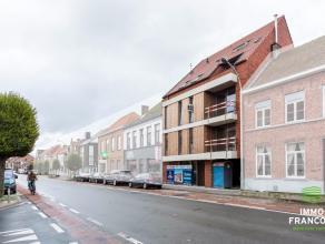 Op de Moerkerksesteenweg te Sint-Kruis treffen we deze autostaanplaats in de afgesloten garageverdieping van een kleinschalige nieuwbouwresidentie.Afm