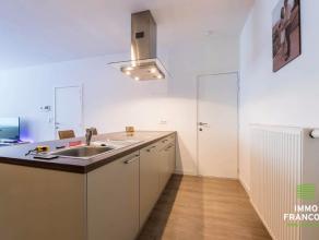 Vlakbij de Brugse binnenstad, openbaar vervoer, scholen, bakkers, slagers en tal van detailhandel treffen we dit perfect instapklaar appartement. Via