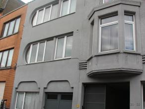 Studio nabij Bredabaan.  De studio bestaat uit twee kamers.  Een keuken met gasvuur, dampkap en aansluitingen was- en droogmachine.  Badkamer met toil