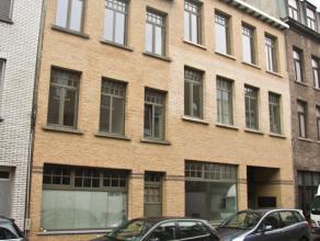 Luxueus afgewerkt appartement op de 1ste verdieping van circa 50 m². Het appartement beschikt over een leefruimte op tegelvloer. Volledig ingeric