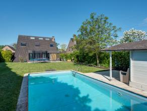 Deze ruime, moderne villa met 4 slaapkamers en buitenzwembad is gelegen in een residentiële wijk te Kontich, op wandelafstand van scholen, superm