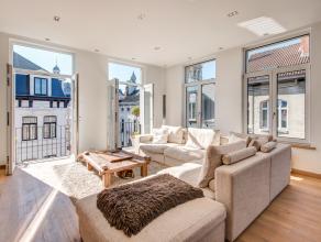Dit prachtig appartement is gelegen op het derde verdieping op een unieke TOP locatie in het hartje van het oude stadscentrum op de hoek van de Lange