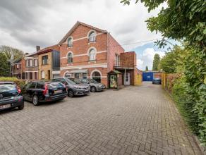 Zeer gunstig gelegen polyvalent gebouw, net buiten het centrum van Mortsel. Dit gebouw bestaat allereerst uit een magazijn met een oppervlakte van 285