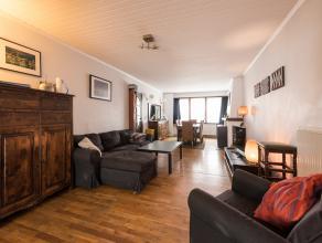 Deze verrassend ruime eengezinswoning (bew.opp. ca 193m²) met drie volwaardige slaapkamers is gelegen in het centrum van Hoboken op wandelafstand