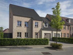 Comfortabele en kwalitatieve woning in kindvriendelijke buurt.<br /> Het gelijkvloers bestaat uit een leefruimte met een gezellige zithoek met gashaar