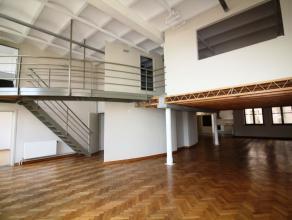 Quartier Halles Saint-Gery - Magnifique loft duplex de +/- 260m² comprenant un très spacieux et lumineux living de +/- 150m² avec une