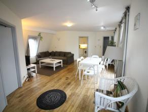 Quartier Place du Béguinage - Spacieux appartement de +/120-m² meublé - Hall d'entrée - lumineux séjour de +/- 33m&su