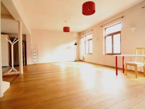 Rue Haute - Beaucoup de charme - Superbe appartement duplex style loft très atypique de +-120m² aux derniers étages d'un petit imme