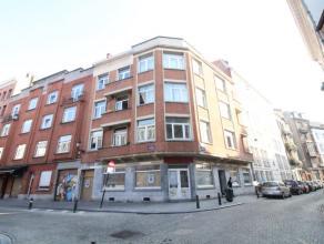 Sur la Place Saint-Gery - Spacieux appartement de +/- 85m² - Hall d'entrée - Lumineux Living de +/- 30m² - Cuisine équip&eacut