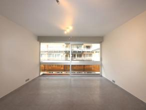 Sur le Square Ambiorix, superbe appartement entièrement rénové de +/-70 m² composé d'un hall d'entrée avec ves