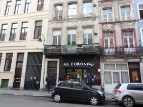 Proximité Place Rouppe / Coeur du Centre-ville - Dans un petit immeuble de 3 étages - Magnifique Rez commercial de +/- 60m² avec re