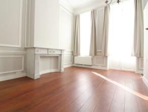 Place des Barricades - 1ère occupation - Superbe appartement de +-80m² entièrement rénové se compose comme suit: Pali