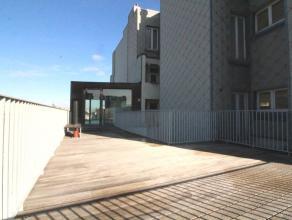Proche de la place Sainte Catherine - Magnifique duplex de 2 chambres de +/- 130 m² composé comme suit: Au 4ème étage/5: Hal