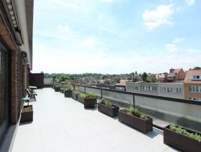 Quartier de l'Araucaria - Spacieux penthouse 3 chambres de +/- 125 m² - Composé comme suit: Hall d'entrée, grand et lumineux living