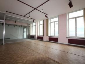 Quartier Congres - Splendide Bureau de +/- 140m² composée comme suis: hall d'entrée - Open espace de +/- 50m² - un bureau de +