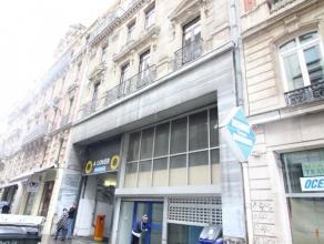 """Dans le cur du centre ville """" Piétonnier """" - Commerce idéalement situe rue Gretry - Spacieux volume de +/- 95m² - Une pièce"""