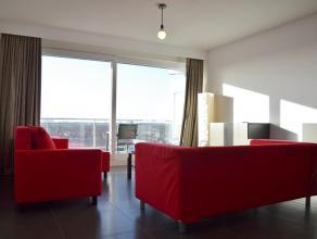 Wij bieden u dit net gemoderniseerd appartement, gemeubeld aan. Met zijn wijd zicht, vanop het terras op het twaalfde verdiep, is het hier zowel overd