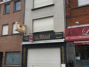 Bâtiment à usage commercial dans le centre du Bizet comprenant surface commerciale, atelier, stockage, chambre froide. Partie habitation