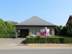 Deze ruime woonst met groot magazijn (510 m²) is gelegen nabij het centrum van Beveren op een perceel van 2122m².  De woning heeft volgende