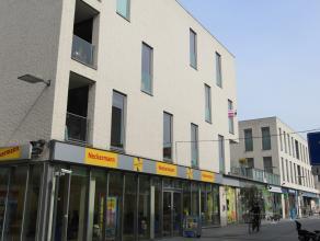 Dit appartement op de 2de verdieping is gelegen in het centrum van Beveren. Er is een lift aanwezig in het gebouw.<br /> Het appartement heeft een liv