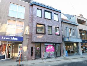 Dit duplexappartement is gelegen op de 3e en 4e verdieping van een appartementsgebouw in het centrum van Beveren. Het appartement omvat op de 3e verdi