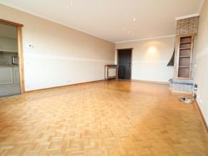 Dit gezellig appartement is gelegen in het centrum van Beveren vlakbij de winkelstraten en op een boogscheut van de Grote Markt.  Het appartement heef