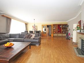 Goed onderhouden ruim hoek-appartement op de tweede verdieping met lift en twee slaapkamers op centrale locatie te Deurne.<br /> <br /> Dit appartemen