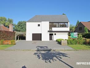 Riante villa op een perceel van 802m² gelegen in een residentiële wijk te Broechem.<br /> <br /> Deze woning is gelegen op een prachtige loc