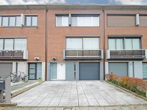 Zeer verzorgde bel-etage woning met vier slaapkamers te Wommelgem.<br /> <br /> Deze instapklare woning is centraal gelegen ten opzichte van diverse u