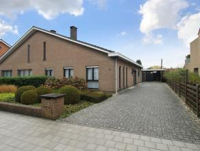 Zeer verzorgde laagbouwwoning met drie slaapkamer, grote garage, aangelegde tuin en op een goede locatie te Wommelgem. <br /> <br /> Deze halfopen beb