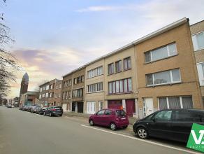 Zeer ruime en praktisch ingedeelde woning op zeer goede locatie te Berchem!<br /> <br /> Deze ruime woning beschikt op het gelijkvloers over een inkom