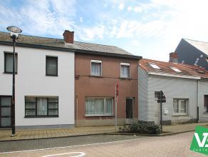 Te renoveren ééngezinswoning met twee slaapkamers, mooie tuin en ruime garagebox (36m²) te Broechem.<br /> <br /> Op de gelijkvloer