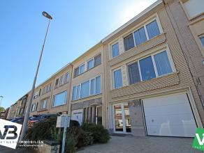 Opbrengsteigendom met twee appartementen, grote garage (49m²) en met grote tuin op centrale locatie te Deurne! <br /> <br /> Op de gelijkvloerse