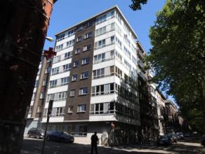 CHARLEROI : Superbe Appartement rénové 2 chambres, séjour, cave, ascenseur situé dans un Quartier Calme à proximit&