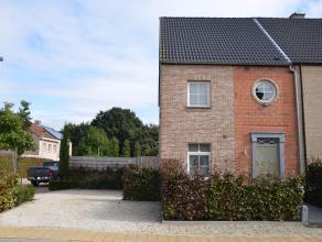 Recente mooi afgewerkte woning in het centrum van Nijlen met rustige ligging. Deze woning bestaat uit inkomhal met gastentoilet, leefruimte en volledi