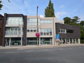 Prachtig luxe appartement in het centrum van Nijlen met zicht op de Oude Pastorie.Dit nieuwbouwappartement omvat een inkomhal, badkamer, berging, keuk